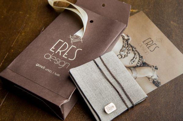 Quando l'abito fa il monaco, i packaging artigianali di Eres Design